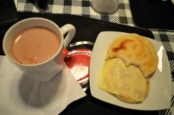 Chocolate and.... arepa con queso!!