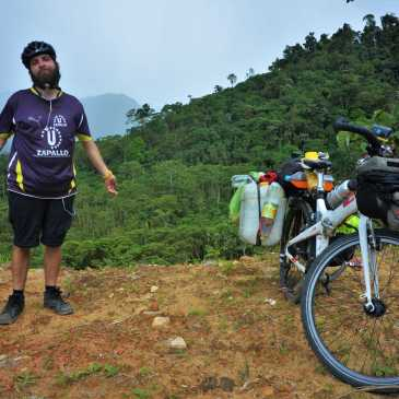 Someone stole my pannier bag! I made a new one. Waterproof, durable, modification-able, less than 7$! Ecuador, September 2016