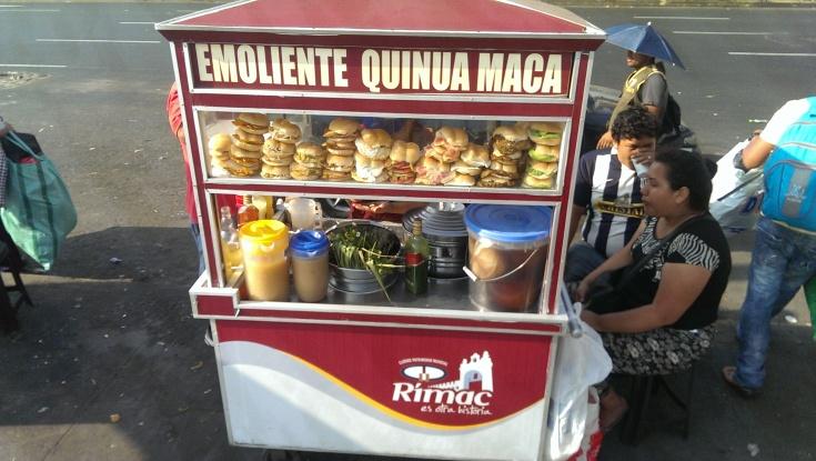 Ρίμακ. Πρωινό εδώ σπέσιαλ. 1 σολ το σαντουιτσάκι (27 λεπτά του ευρώ)