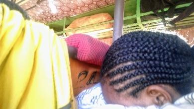 αυτά τα μαλλιά... πραγματικά έργο τέχνης.. κι όταν λέω.. αυτά... δεν εννοώ αυτα τα συγκεκριμένα.. η μισή Αφρική έχει τα μαλλιά της έτσι